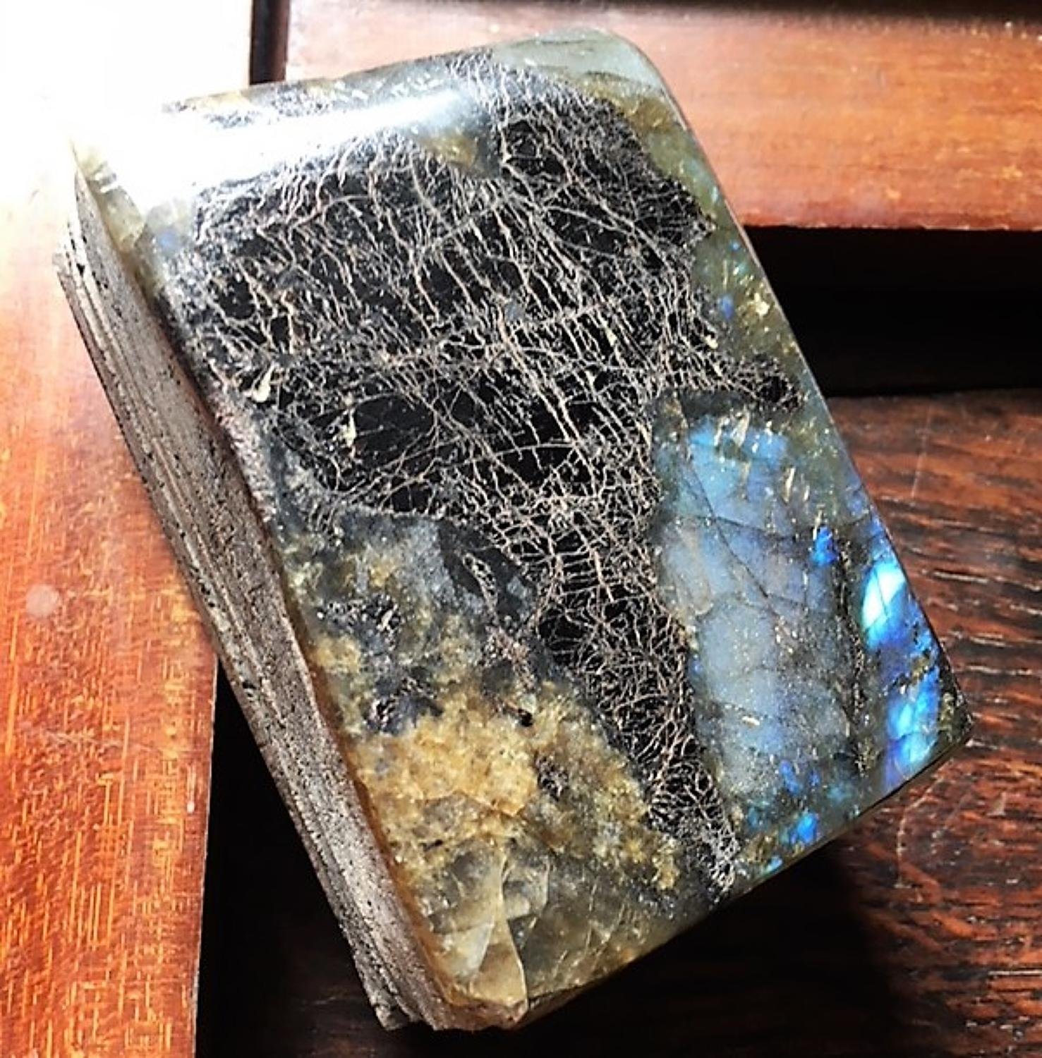 Samvado. Labradonite Book.